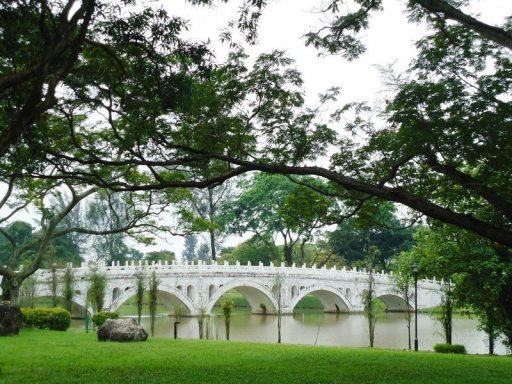 Jembatan yang Menghubungkan Chinese Garden dan Japanese Garden