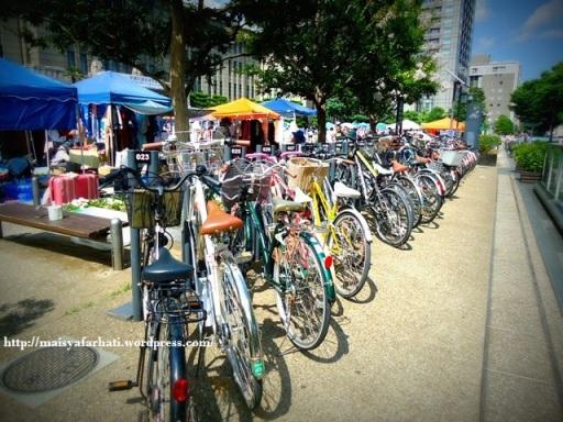 Sepeda berbaris rapi.