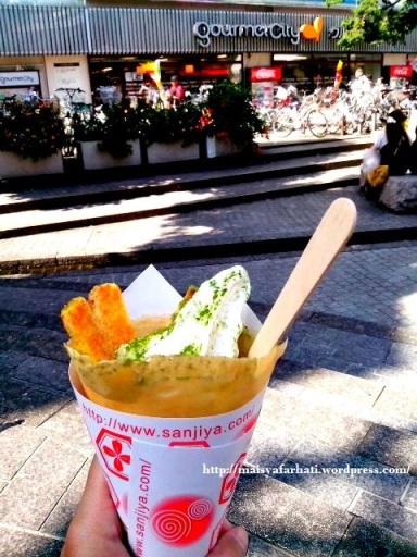 Nikmatnya es krim di sore yang panas. :)