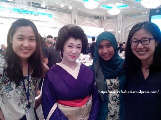 Bersama Momo Geisha dan dua kolega dari Korea