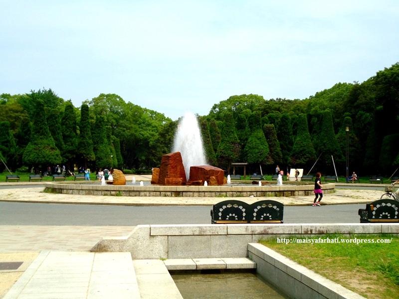 Taman menuju Osaka Castle