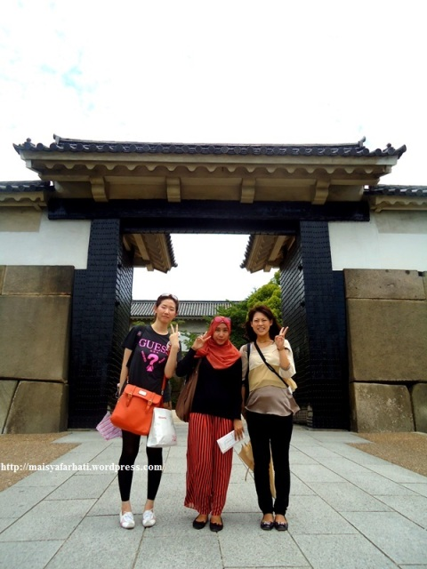 Foto gaya Jepang dan Korea bersama Masami dan Hyejin.