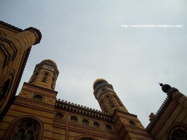 Menara dan kubah synagogue
