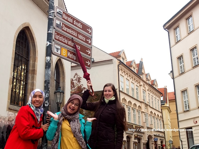 Bersama Veronika, seorang couchsurfer Praha.