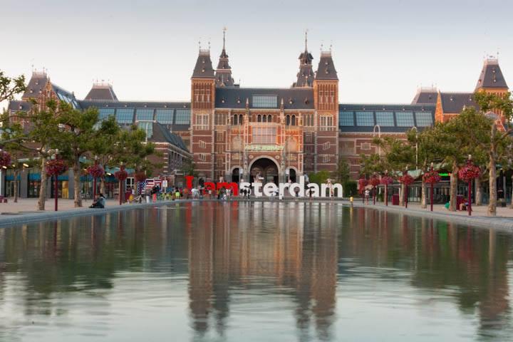 Rijksmuseum (tampak luar) pada musim panas 2014 (foto: Chendra)