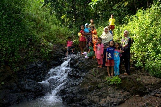 Sepulang dari air terjun (foto: Chendra)