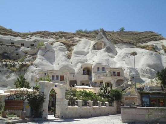Salah satu cave hotel di Goreme