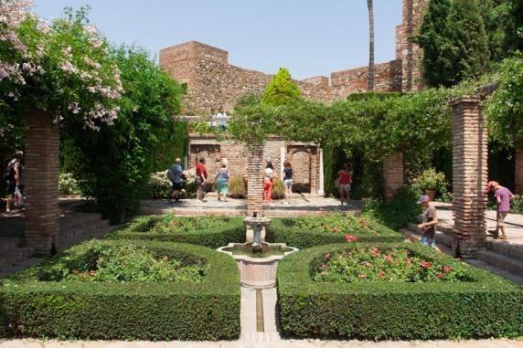 Area taman di Alcazaba of Malaga