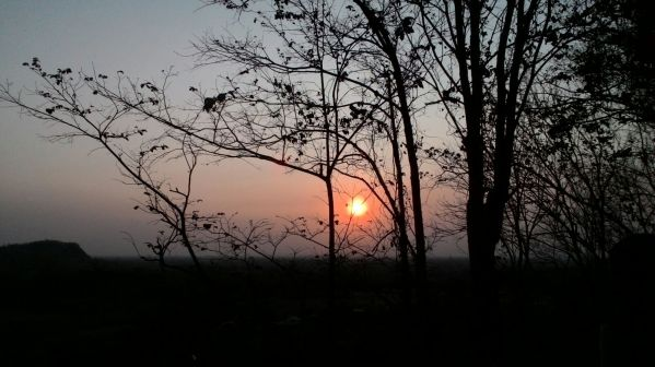 Matahari terbenam dilihat dari Candi Abang (1)