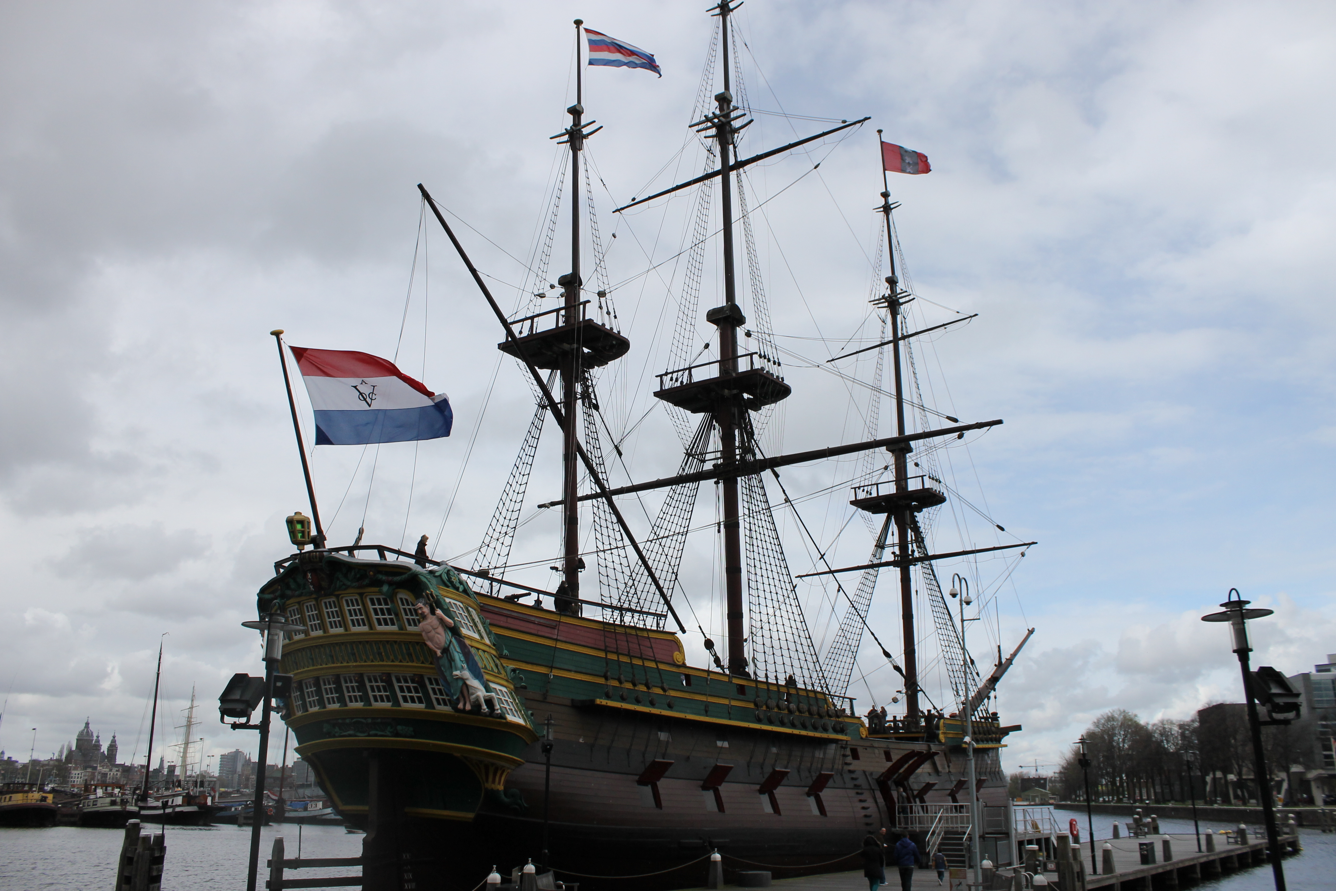 Kumpulan Gambar Sketsa Bentuk Bentuk Kapal Kargo Belanda