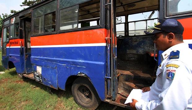 Kalau googling 'metro mini', yang banyak keluar adalah gambar kecelakaan :( (sumber: Metro.co)