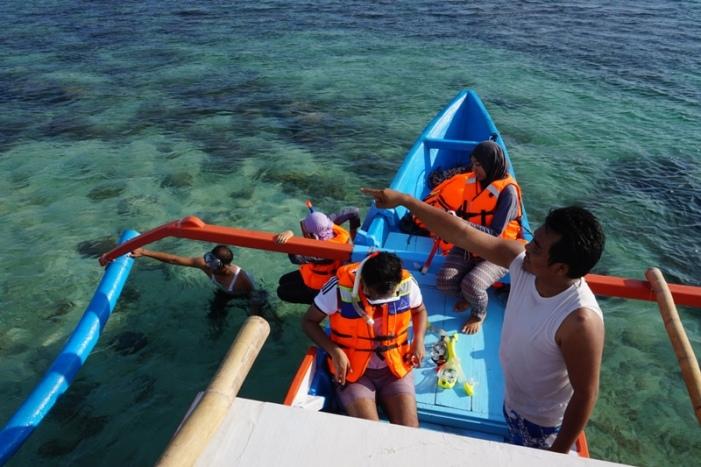 Persiapan snorkeling di Gili Petelu (foto: Lutfi)
