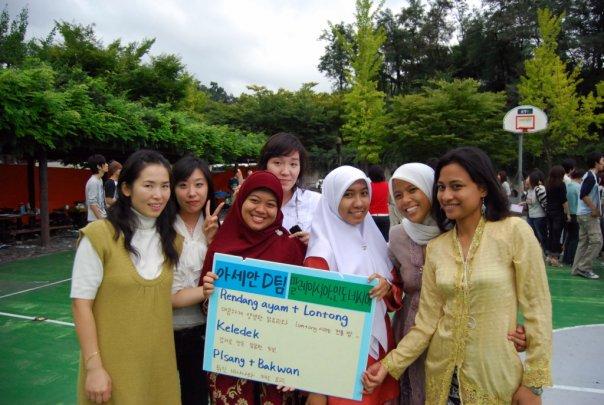 Bersama mahasiswa Malaysia dan Korea