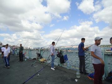 Memancing di Galata Bridge