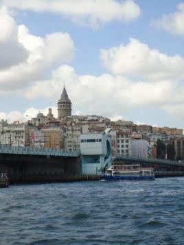 Galata Tower dari sisi seberang